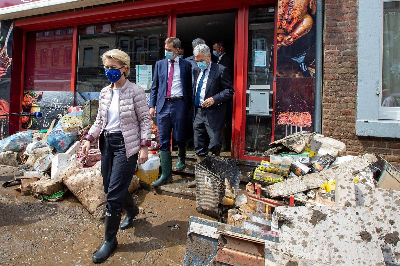 La présidente de la Commission européenne Ursula von der Leyen et le Premier ministre belge Alexander De Croo ont effectué une visite de terrain. L'UE sera sollicitée pour une aide d'urgence.