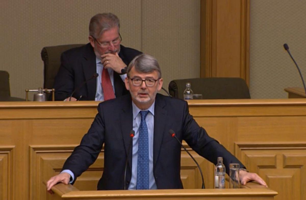 Roger Negri (LSAP) sprach die explodierenden Renovierungskosten des Flughafens an, die mit über 200 Millionen Euro zu Buche schlagen sollen.