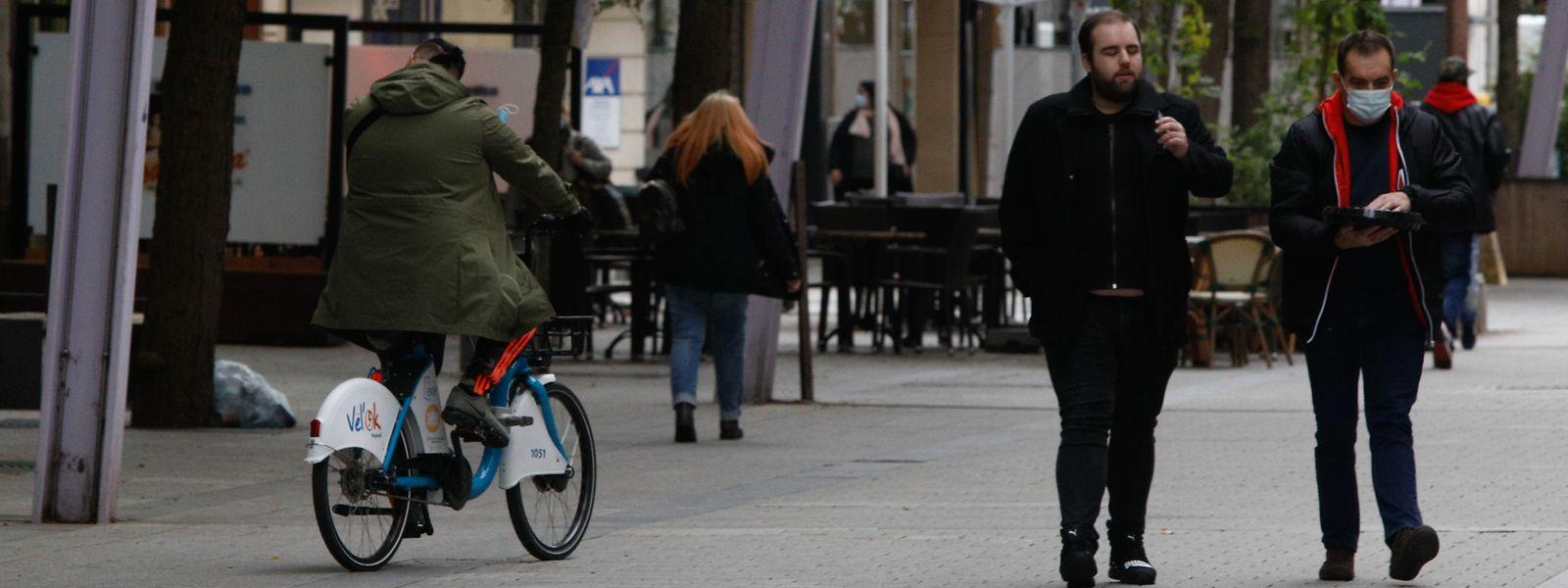 In Zukunft wird Radfahren zwischen zehn und 20 Uhr in der Rue de l'Alzette untersagt sein. Die Stadt hat sich dabei an den Lieferzeiten orientiert, die morgens vor zehn und abends zwischen 18 Uhr und 20 Uhr festgelegt sind.
