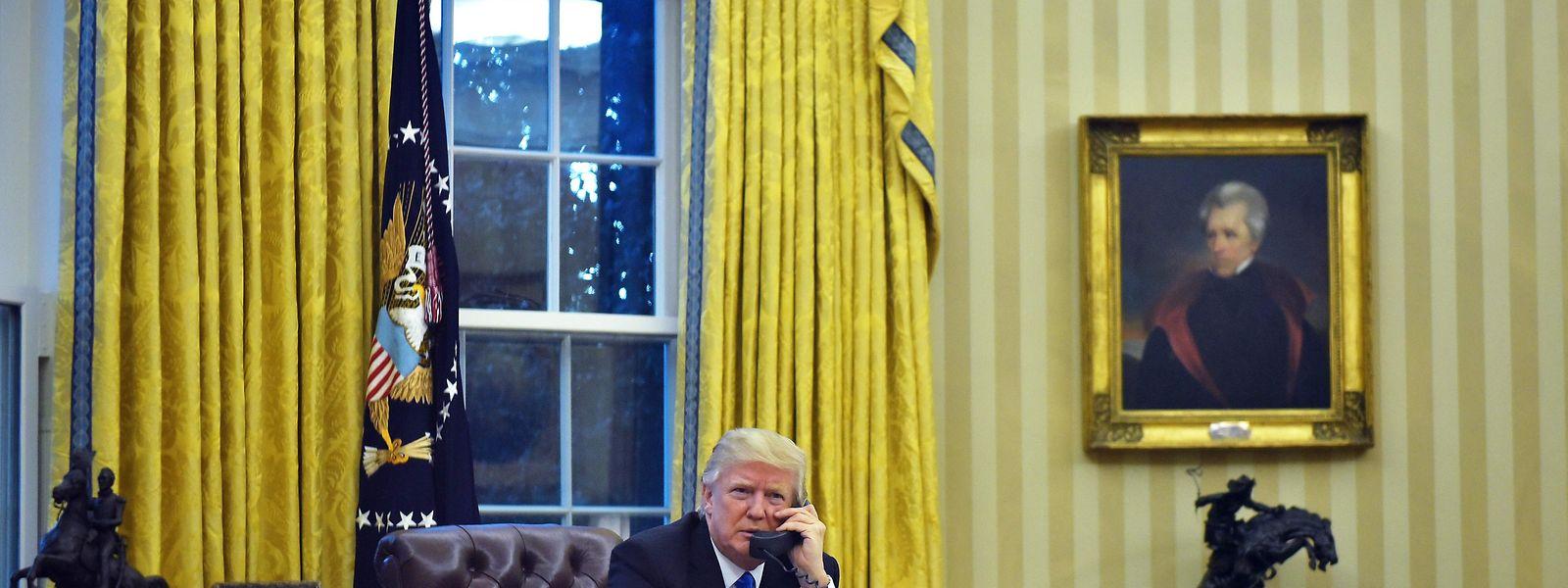 Donald Trump gratulierte Wladimir Putin am Telefon zu dessen Wiederwahl - gegen den Willen seiner Berater.