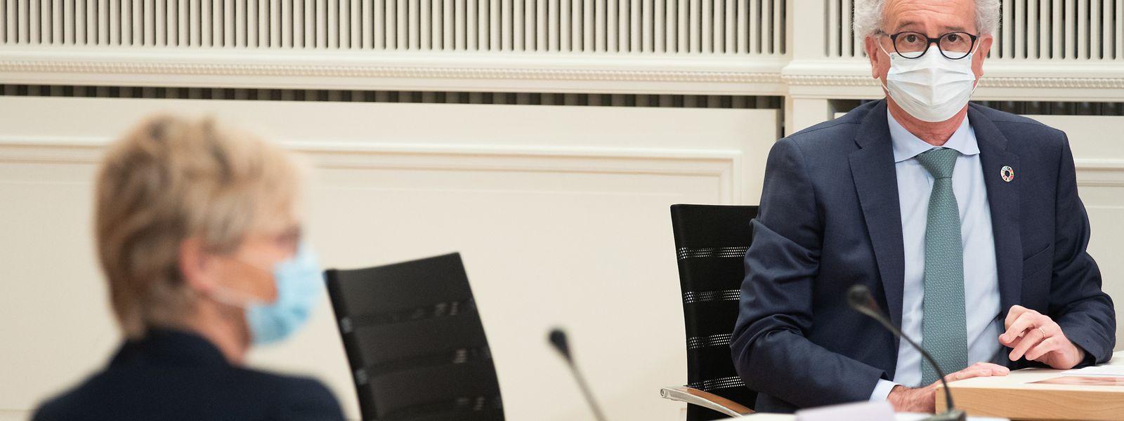 Martine Hansen (CSV) reproche à Pierre Gramegna d'avoir trop dépensé dans les années précédentes, d'où un recours à la dette plus important l'an prochain.