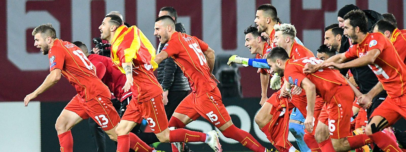 Die Nationalspieler aus Nordmazedonien feierten nach dem Schlusspfiff ausgiebig.