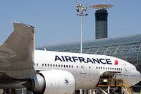 (FILES) This file photo taken on June 27, 2019 shows airport workers loading a Boeing 777 of the airline company Air France parked in the tarmac at the Roissy-Charles de Gaulle Airport, in Roissy, north of Paris. - A number of airlines say they are halting or reducing flights to China as the country struggles to contain the spread of the deadly coronavirus. China has advised its citizens to postpone trips abroad and cancelled overseas group tours, while several countries have urged their citizens to avoid travel to China if possible. The coronavirus epidemic has killed 132 people, infected nearly 6,000, and spread to some 15 countries. Air France suspended its three weekly flights to Wuhan on January 24, 2020. On January 29, 2020 it announced that flights to Beijing and Shanghai would be suspended from Friday. (Photo by JOEL SAGET / AFP)