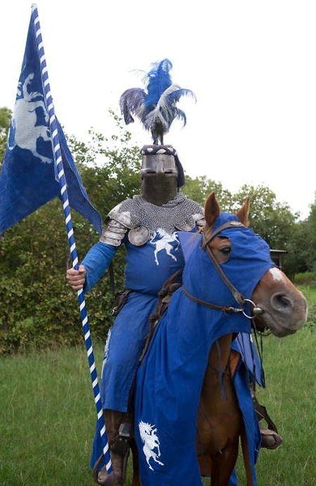 Ritter Richard von Kimbelstein in voller Montur.
