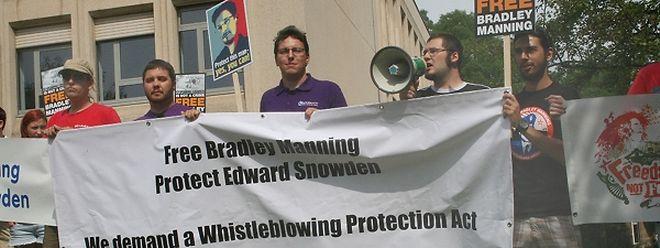 """Eine erste Kundgebung von """"Freedom not Fear"""" fand vor der US-Botschaft statt."""