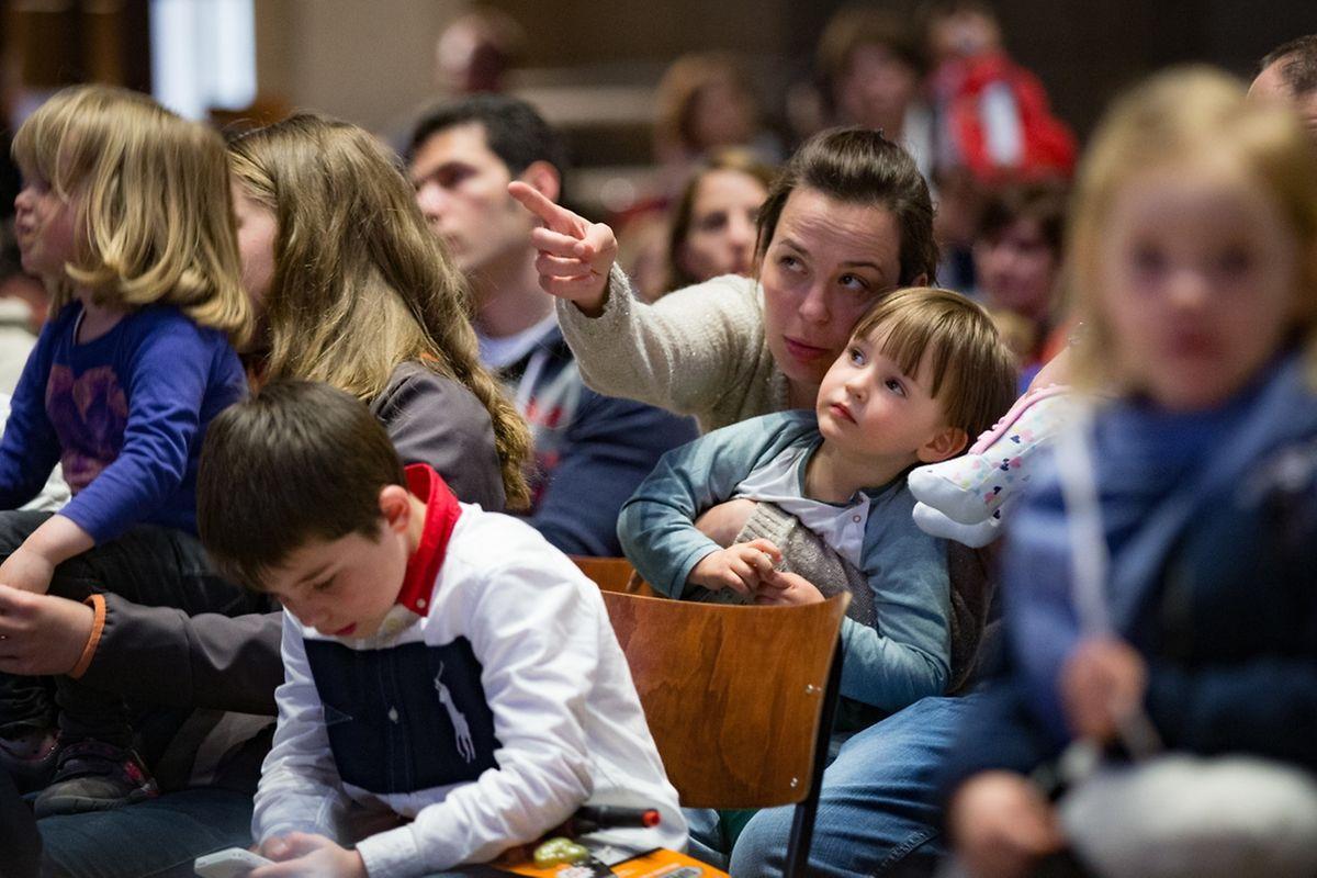 Andacht mit Segnung der Kinder und Eltern.