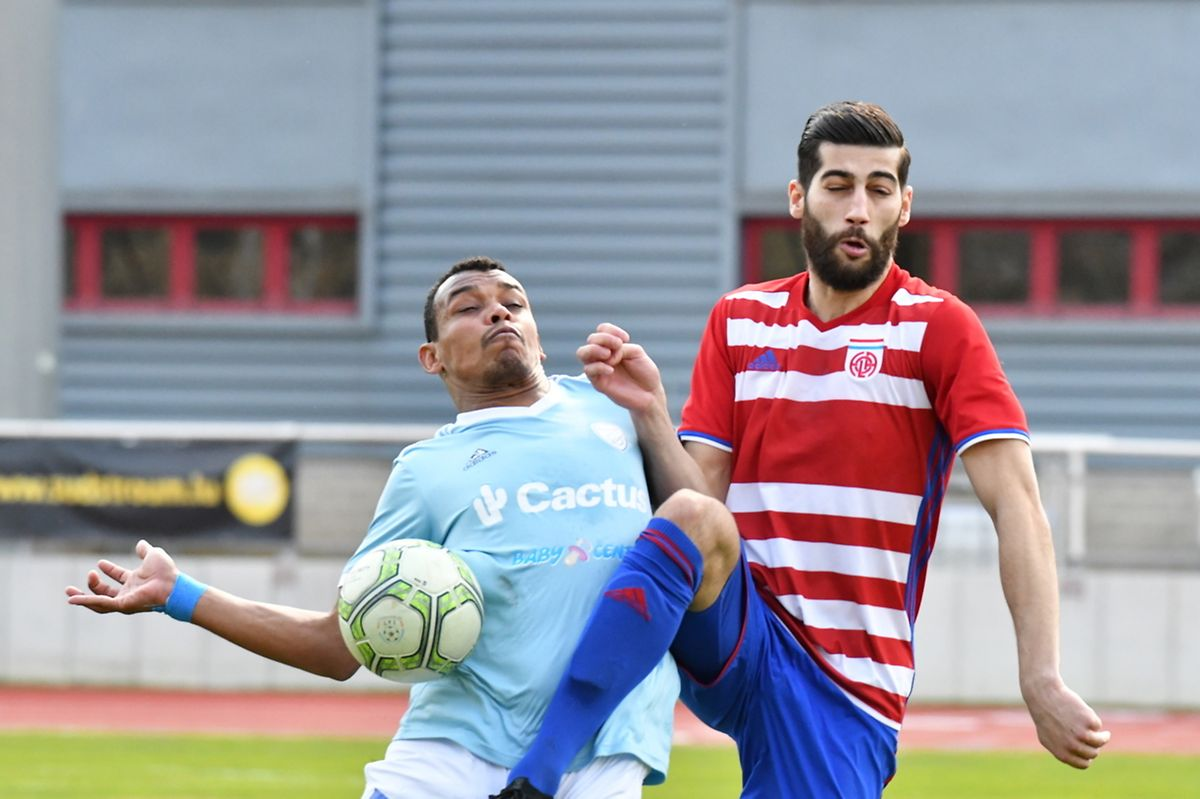 Samir Hadji à la lutte avec Henrique Da Silva.