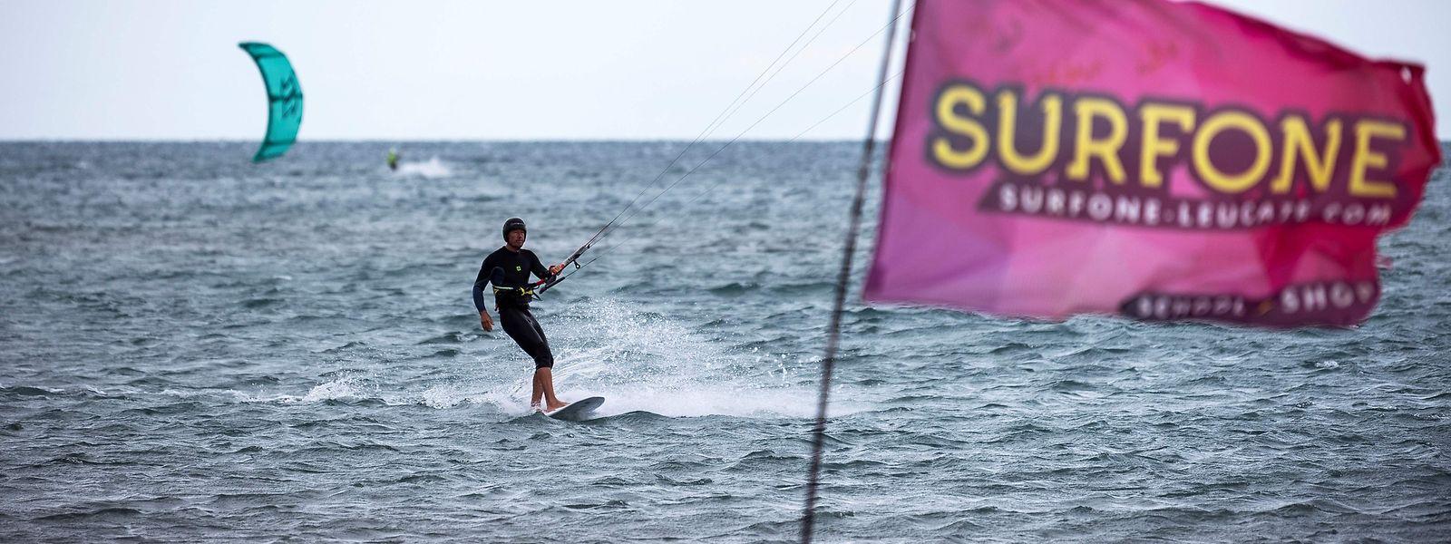 Les plages françaises sont à nouveau ouvertes pour les amateurs de surf.