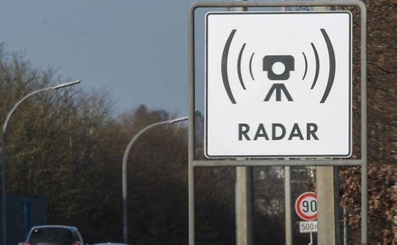 Die Autofahrer werden nur vor den fixen Radargeräten gewarnt.