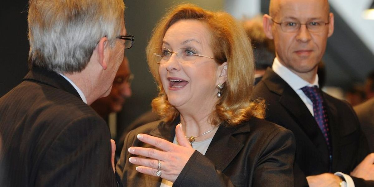 """""""Ich nehme ihm das nicht krumm"""", so die österreichische Finanzministerin Maria Fekter, hier im Gespräch mit Juncker."""