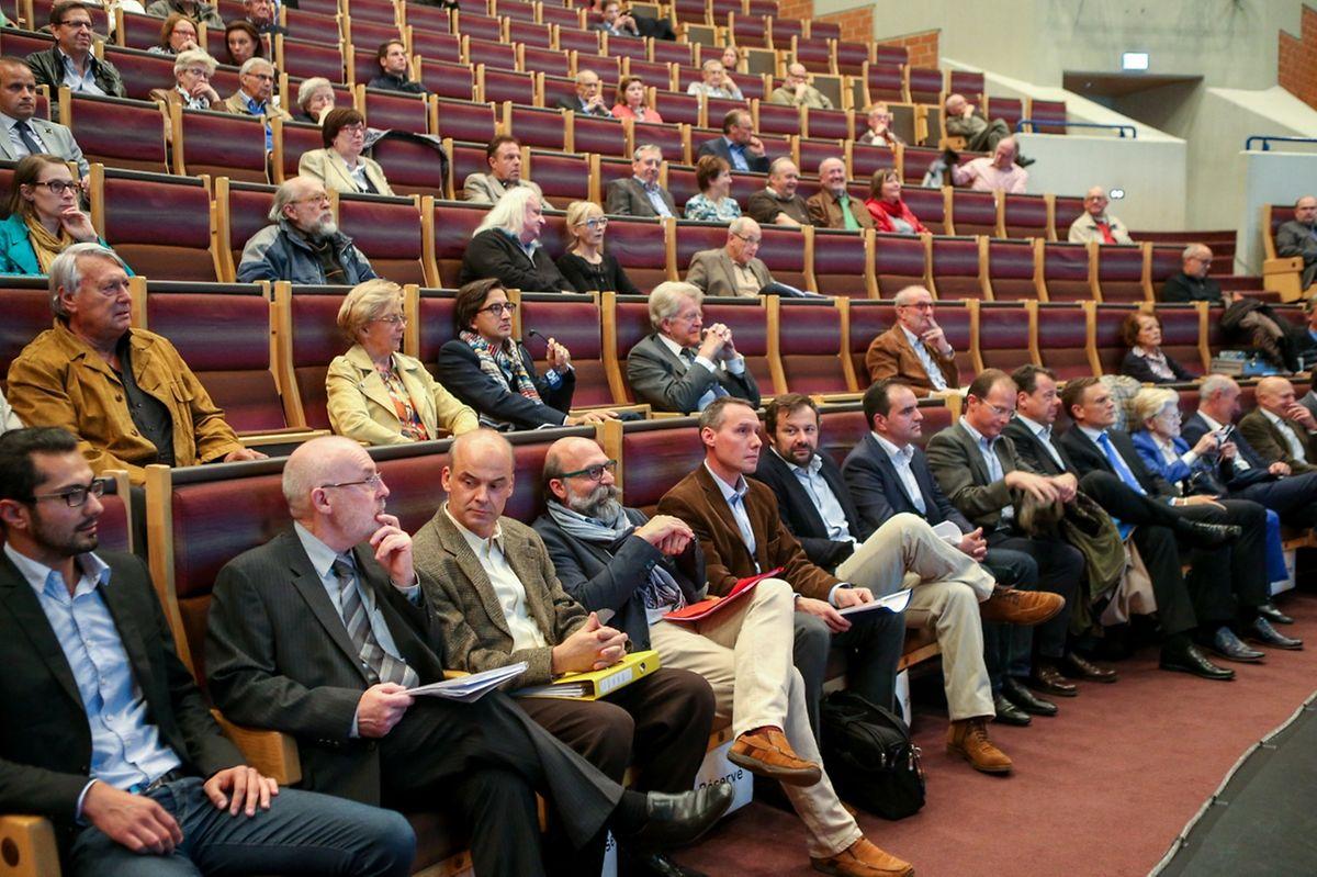 Zu der Informationsversammlung hatten sich einige Interessierte eingefunden. Von einem vollen Haus konnte aber keine Rede sein.