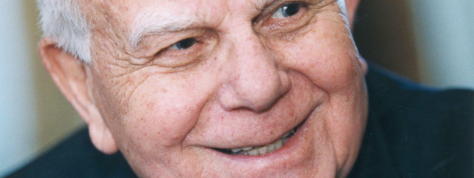 John E. Dolibois wurde am 4. Dezember 1918 in Bonneweg geboren. 1931 wanderte er mit seinem Vater in die USA aus.