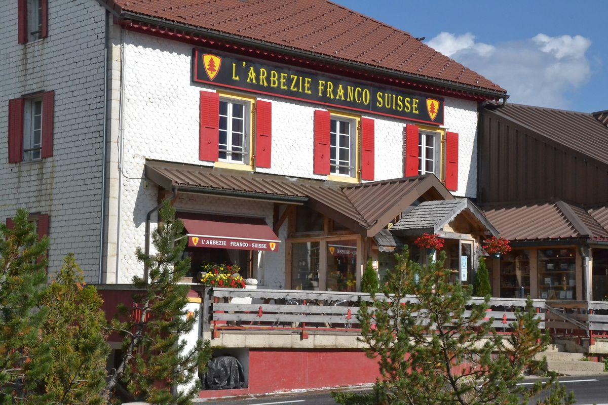 """Das Hotel """"L'Arbézie"""" stellt ein Unikat dar: die eine Hälfte befindet sich in Frankreich, die andere in der Schweiz."""