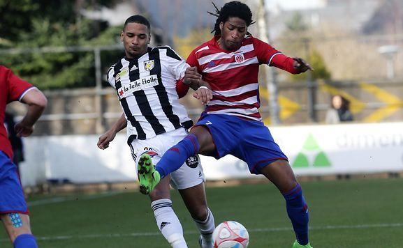 Gerson Rodrigues (Fola) en duel avec Marvin Martins (Jeunesse). A Esch, le patron reste le Fola.
