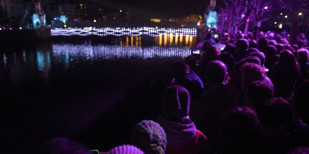 Tausende verfolgten das Spektakel vom Ufer aus.