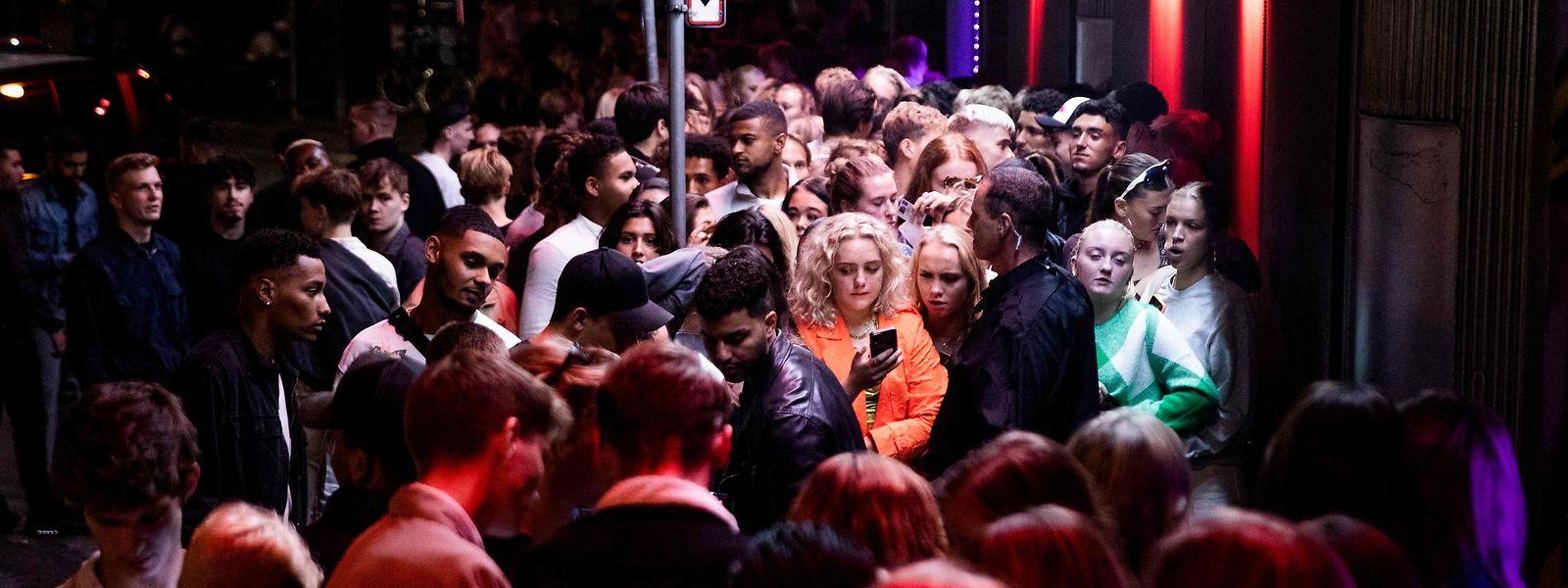 Dichtes Gedränge vor einem Nachtclub in Kopenhagen. Schon heute fühlt sich das Leben in der dänischen Hauptstadt fast beschränkungsfrei an.