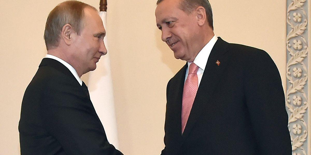 Vladimir Putin mit Recep Tayyip Erdogan während ihres Treffen in St. Petersburg.