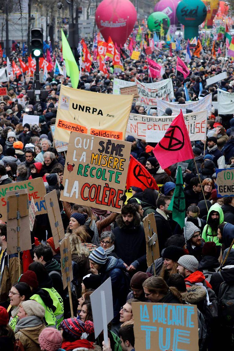 Gähnende leere an Metrostationen und Bahnhöfen, dafür waren die Straßen von Paris mit Demonstratoren gefüllt.