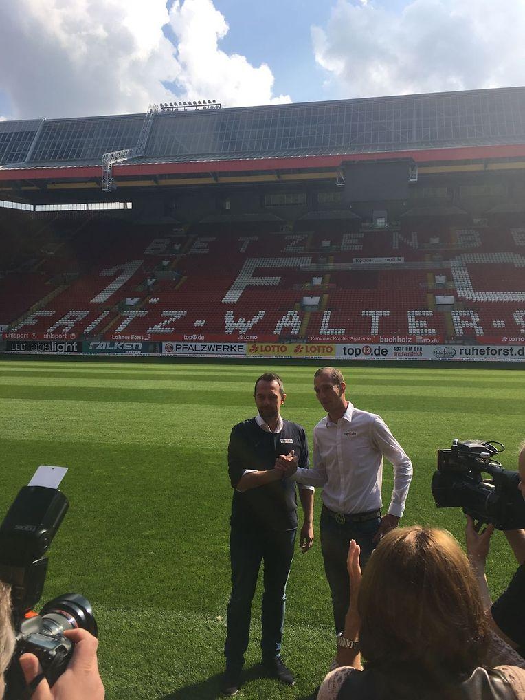 Jeff Strasser (r.) mit Sportdirektor Boris Notzon im Stadion des 1. FCK.