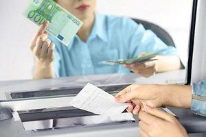 Bankschalter, Bank, Geld, Angestellte (Foto: Shutterstock)