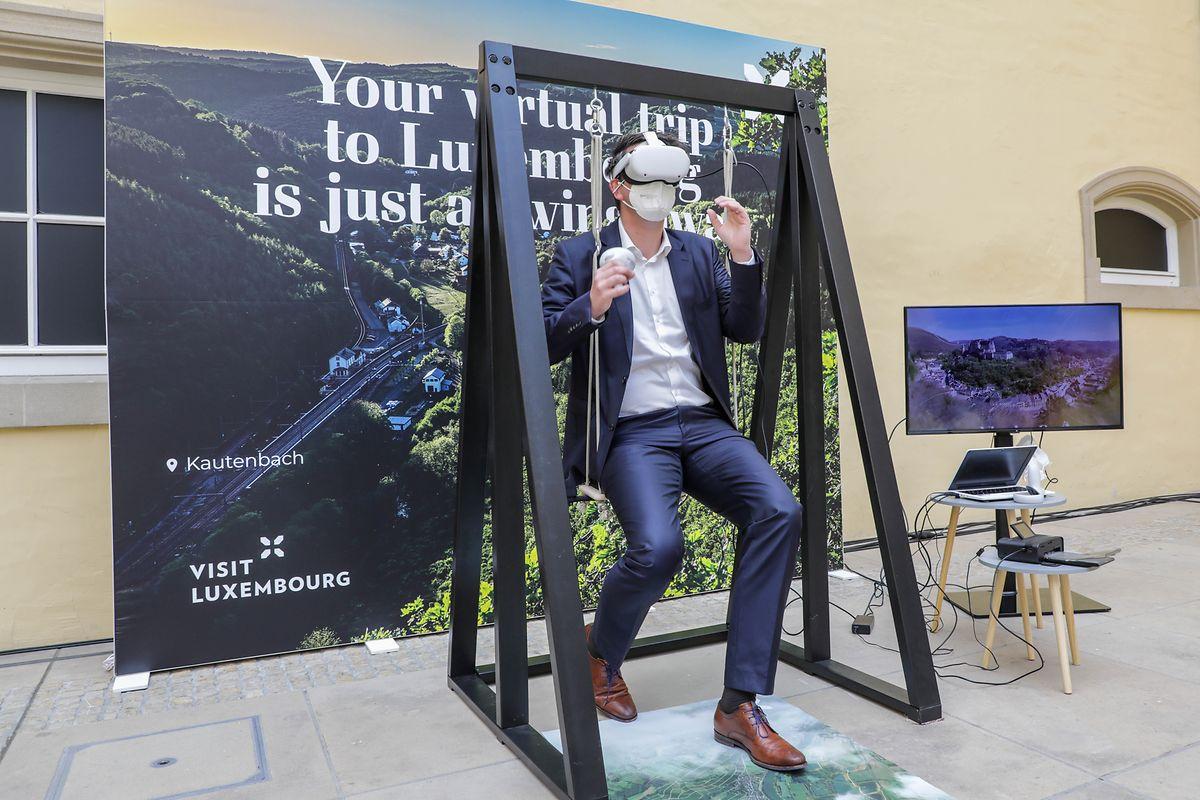 """Avant de découvrir le Luxembourg """"pour de vrai, cette balançoire permettra de le traverser en réalité virtuelle."""
