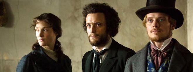 Vicky Krieps (Jenny Marx), August Diehl (Karl Marx, r.) und Stefan Konarske (Friedrich Engels) stellen die Protagonisten in die richtige historische Perspektive.