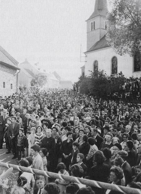 Tausende Besucher beim Erntedankfest in Fouhren 1967. Die Chorale Sängerbond hatte das Fest mit organisiert.