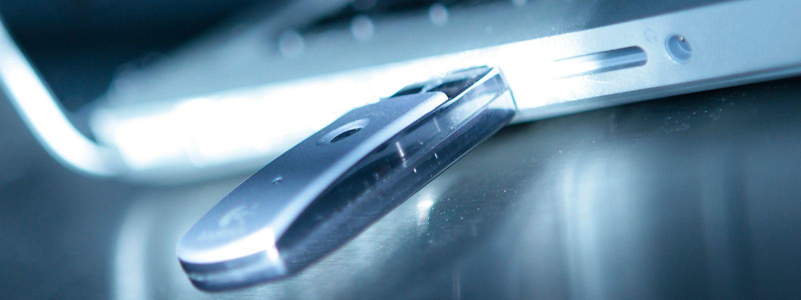 Urteile und Gerichtsunterlagen sollen 2015 mittels eines USB-Sticks entwendet worden sein.