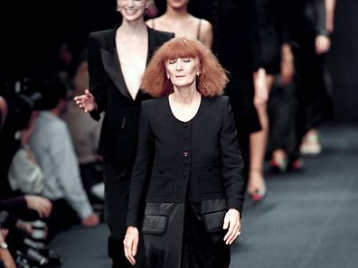 (FILES) In this file picture taken on October 15, 1995 Sonia Rykiel leads her models along the catwalk in Paris.  Sonia Rykiel, the so-called Queen of Knitwear, died on August 25, 2016 at the age of 86 after a long battle with Parkinson's disease, her daughter told AFP.  / AFP PHOTO / G�rard JULIEN