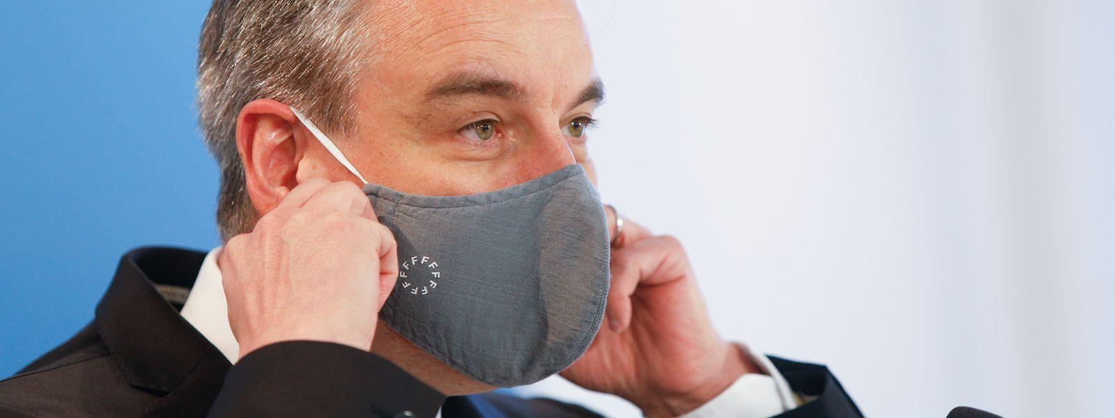 Le ministre de l'Education n'entend pas revenir sur le port du masque obligatoire en classe, au moins jusqu'aux vacances d'été.