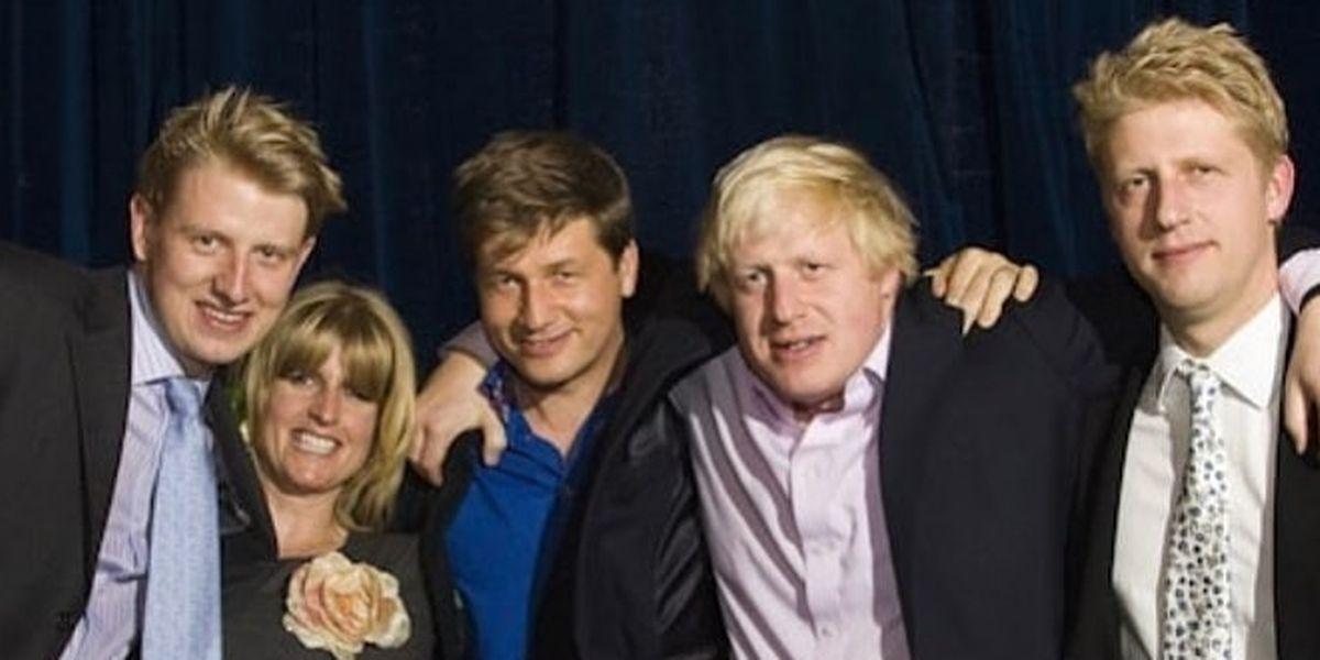 Da esq. para dir. Boris com os seus três irmãos, Rachel, Leo e Jo, mais o namorado da irmã ( o mais à esq.),