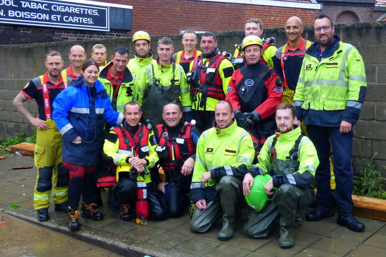 Après la mission, petit moment de confraternité entre pompiers belges et luxembourgeois engagées sur les inondations en Wallonie.