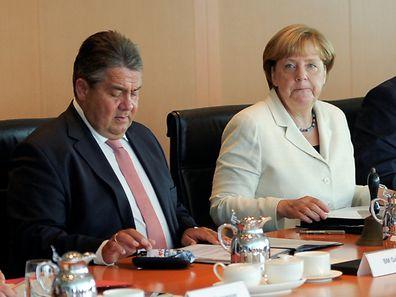 Sigmar Gabriel und Angela Merkel bei einem Kabinettstreffen am 24.August.