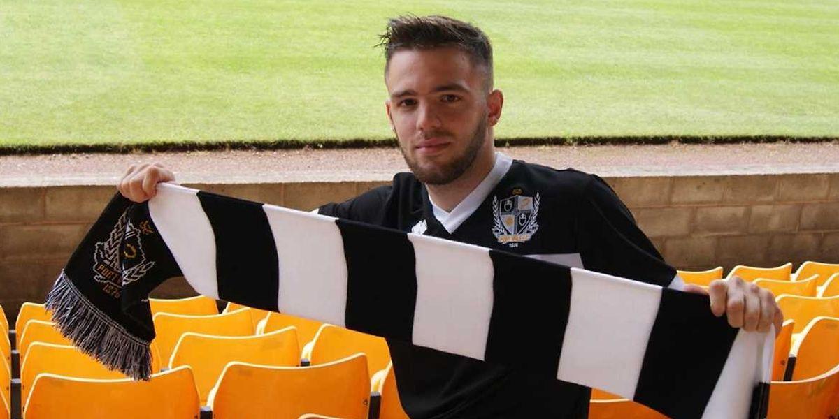 Quentin Pereira lorsqu'il a signé à Port Vale en 2016.