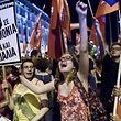 Les partisans du non ont manifesté bruyamment leur joie à Athènes.