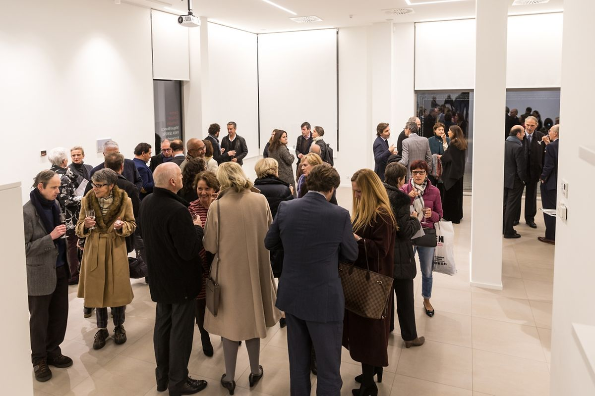 """Um dia de """"casa cheia"""" para o Centro Cultural Português, que exibe atualmente um dos artistas plásticos mais cotados em Portugal."""