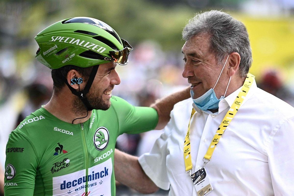 Mark Cavendish unterhält sich mit Eddy Merckx.