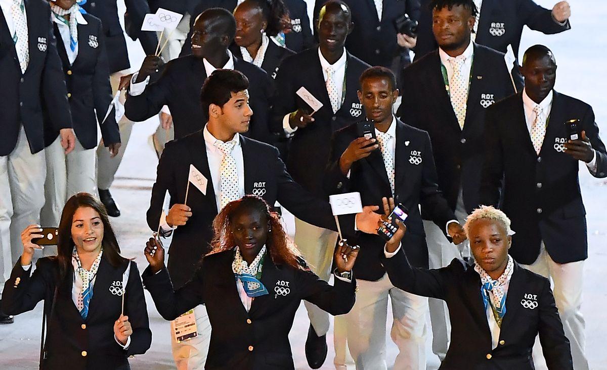 2016 lief das Flüchtlingsteam mit Yonas Kinde (Mitte) als vorletzte Delegation ins Stadion ein.