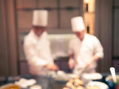 Outre la pression extérieure, il y a parfois le stress entre les cuisiniers eux-mêmes: d'où l'importance d'avoir une bonne équipe, sur laquelle un chef peut compter.