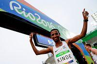 Minuten vor dem Start / Leichtathletik Marathon Yonas Kinde 21.08.2016 / Rio 2016 Olympische Spiele / Jeux Olympiques  / Foto: Fabrizio Munisso