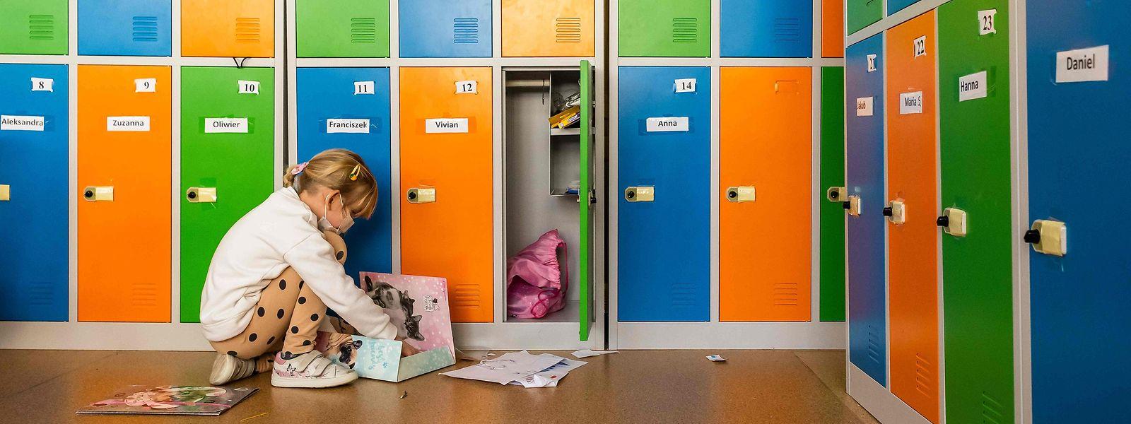 Criança numa escola primária na Polónia.