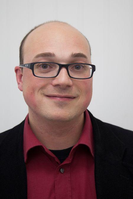 """Benoît Klensch ist Sozialarbeiter und Leiter der """"Immo-Stëmm"""", einer Unterorganisation der """"Stëmm vun der Strooss"""". Der 33-Jährige sagt, es sei unmöglich, die Situation seiner """"Kunden"""" zusammenzufassen. Zu vielseitig seien die Probleme und demnach auch die Bedürfnisse."""