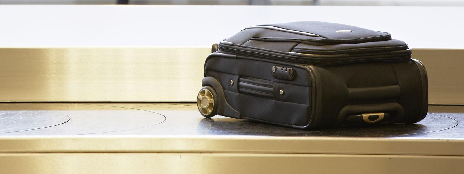 Wer ein schlichtes Koffermodell in Schwarz wählt, schützt sein Reisegepäck vor dem Augenmerk der Diebe. Jedoch ist die Verwechslungsgefahr sehr hoch.
