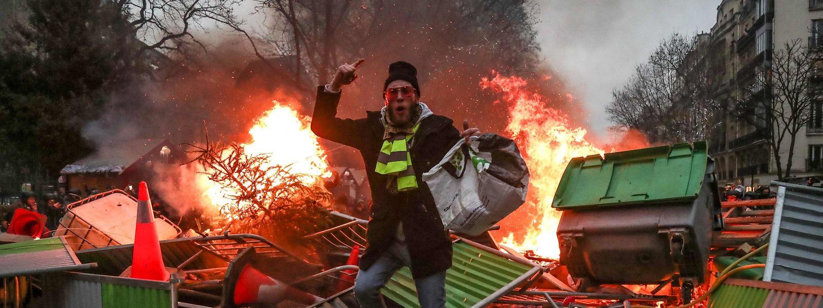 In Paris kam es zu Zusammenstößen zwischen den Protestierenden und der Polizei.