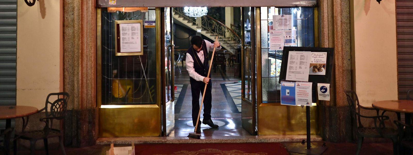 In Italien müssen Restaurants und Cafés (im Bild Turin) bereits um 18 Uhr schließen.