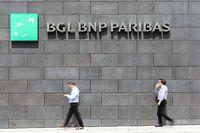 Die Niedrigzinsen machen den Banken zu schaffen - manche geben das in Form von höheren Gebühren an Privatkunden weiter.