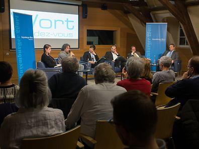Der Bildungsminister Claude Meisch, der Abgeordnete Gast Gibéryen, der Künstler Serge Tonnar und die Politologin Léonie de Jonge tauschten sich gestern zum Thema Populismus in Luxemburg aus.