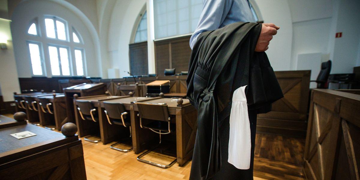 Der Beschuldigte hatte auf einen Anwalt verzichtet. Auch wenn seine Aussagen ehrlich erschienen, habe er am Tatabend hinterlistig vom Opfer profitiert, so die Anklägerin.