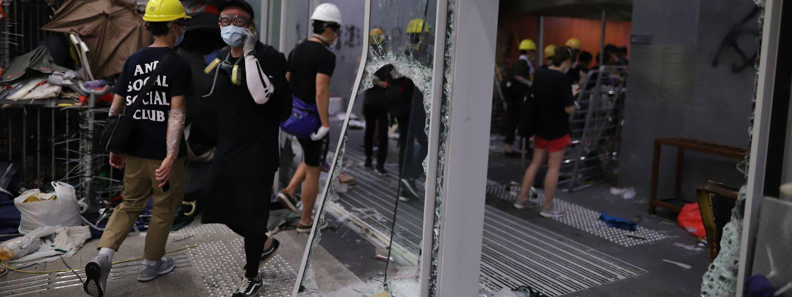Am Jahrestag der Rückgabe Hongkongs an China sind die seit Wochen andauernden Proteste in der Finanzmetropole eskaliert.