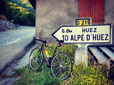 Me living in Luxembourg and never having ridden Alpe d'Huez is akin to a country music fan living in Nashville and never having been to the Grand Old Opry